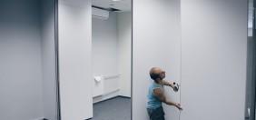 Montaż przesuwnych ścian akustycznych