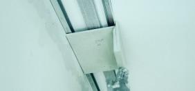 Montaż konstrukcji, na profilu aluminiowym.